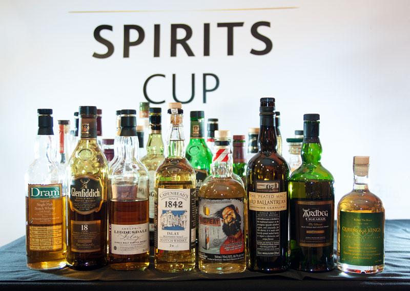 Die Goldmedaillen-Gewinner des C2C Spirits Cup in der vordersten Reihe