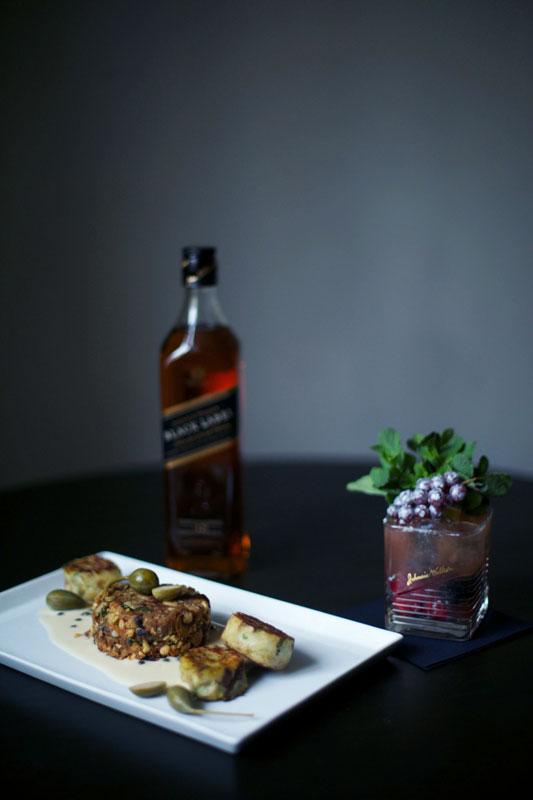Black Label Elderflower und Nussbraten mit Laugen-Serviettenknödeln und Whiskysauce