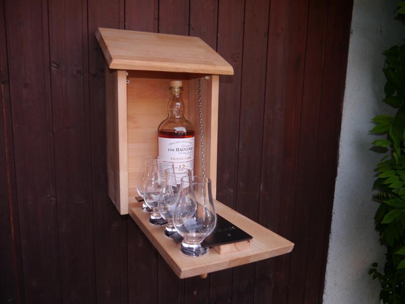 Whisky-Vogelhaus offen