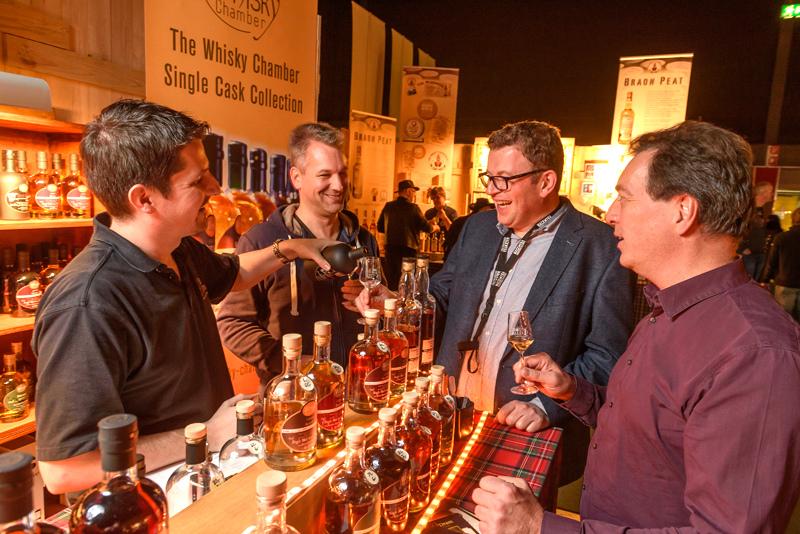 In gemütlicher Atmosphäre können Fans von Scotch und seinen Verwandten in aller Welt beim BOTTLE MARKET viele gute Tropfen verkosten.